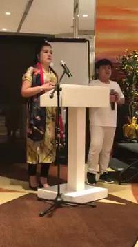 Như Khôi phiên dịch cho bài phát biểu của NSND Lệ Ngọc Diễn tại Festival Phong trào vì hòa bình thế giới