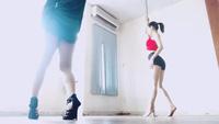Chi Pu tập luyện múa cột
