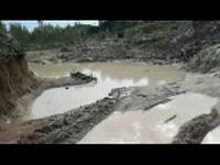 Bình Định: Chưa được cấp phép, công ty vẫn ồ ạt đưa xe vào khai thác đất