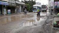 Bình Định: Sau lũ, đường lộ cả cốt thép bê tông