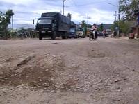 """Vụ bụi """"tra tấn"""", dân bức xúc chặn xe tải: Cấp gần 1 tỷ đồng thảm bê tông"""