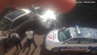 Khoảnh khắc cảnh sát Pháp bắn nghi phạm cố thủ trong xe