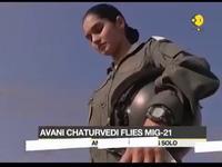 Nhan sắc nữ phi công lái máy bay chiến đấu đầu tiên của Ấn Độ
