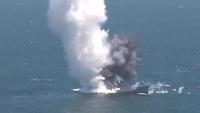 """Tàu ngầm Thổ Nhĩ Kỳ phóng ngư lôi """"cắt đôi"""" tàu chở dầu"""