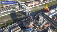 Cầu 50 tuổi bị sập ở Italy nhìn từ trên cao