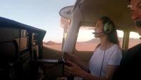 Choáng với hình ảnh Angelina Jolie tự tin điều khiển phi cơ