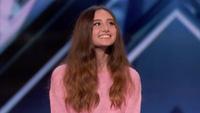 Cô gái 15 tuổi sở hữu giọng hát bùng nổ