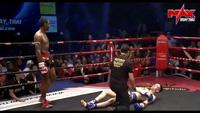 Hai võ sĩ Muay cùng lúc dính đòn knock-out của nhau