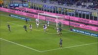 """Đứt chuỗi 16 trận bất bại, Inter bị """"đá bay"""" khỏi ngôi đầu"""