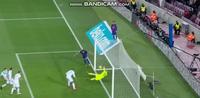 Bàn thắng hợp lệ của Suarez bị từ chối