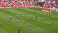 Solo ghi bàn như Messi, Giroud được tung hô ngút trời