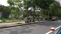 Huế tháo bỏ dải hàng rào ở công viên bên sông Hương
