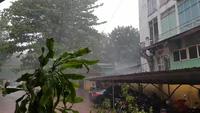 Mưa, gió do ảnh hưởng của bão số 10 bắt đầu quần thảo ở Huế