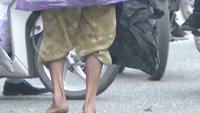 """Cảm động trước clip """"Giả ăn xin thử lòng người nghèo tại Huế"""""""