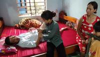 Trao hơn 127 triệu đồng đến gia đình 5 con thơ khốn khó khi bố mẹ bệnh nặng