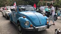 Xe cổ diễu hành ở Cố đô Huế