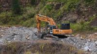 Ồ ạt chở đất đá sét lậu ra khỏi mỏ chưa hoàn thiện thủ tục