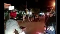 Một thanh niên bị nhóm côn đồ đánh, chém dã man trên phố