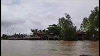 """Cận cảnh resort lấn """"đất vàng"""" bờ sông Hậu"""