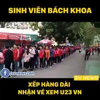 Sinh viên Bách Khoa Hà Nội xếp hàng dài nhận vé xem trận bán kết Việt Nam gặp Qatar
