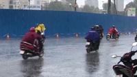 Cơn mưa lớn sáng đầu tuần ở trung tâm Sài Gòn