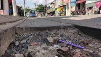 Thi công tái lập ẩu, đường đầy hố sâu nguy hiểm sau mưa lớn