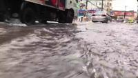 Trường thi tốc mái, cây ngã, đường ngập…sau cơn mưa giông kinh hoàng