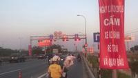 Người dân bất chấp biển báo, lưu thông qua nút giao thông phức tạp nhất TPHCM