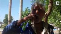 Người đàn ông nghiện ăn lá và cành cây suốt 25 năm qua