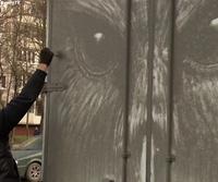 Quá trình tạo nên một bức tranh từ bụi phủ trên chiếc xe của Nikita Golubev