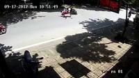 """Xe máy lao với tốc độ """"tên lửa"""", hạ gục 2 người đi qua đường"""