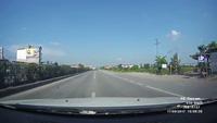 Nam thanh niên suýt chết vì leo rào băng qua đường quốc lộ trước mũi ô tô