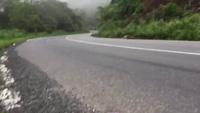 Ôm cua ở tốc độ cao, quái xế chạy phân khối lớn lao xuống sườn đèo Bảo Lộc (Lâm Đồng)