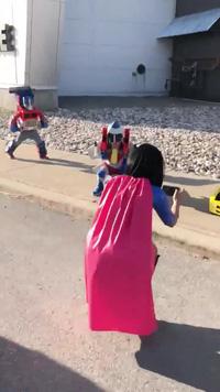"""Những đứa trẻ với bộ trang phục """"người máy biến hình"""" cực thú vị"""