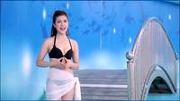 """Nữ MC Việt mặc bikini để dẫn chương trình dự đoán kết quả World Cup bị dân mạng """"ném đá"""""""