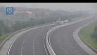 Đoàn xe khách dàn hàng ngang, chạy tốc độ chậm gây ách tắc trên tuyến cao tốc Hà Nội - Hải Phòng
