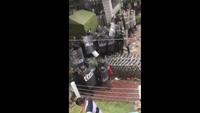 Thanh niên vác tảng đá nặng 33 kg ném vào CSCĐ chống biểu tình
