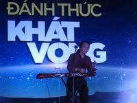 Phần biểu diễn của nhạc sĩ khiếm thị Hà Chương tại Bạc Liêu.