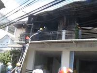 Nhà kho chứa lưới bị cháy rụi.