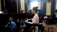 Hoa hậu Trương Hồ Phương Nga sau câu trả lời ngắn gọn tiếp tục giữ im lặng tại tòa
