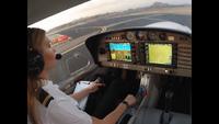 Chuyến bay đầu tiên của nữ phi công 9X thu hút hàng triệu lượt xem