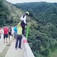 Bị thương nặng khi nhảy bungee từ trên cầu ở Bolivia