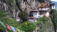 """Tu viện nằm chênh vênh trên vách đá ở """"Quốc gia hạnh phúc nhất thế giới"""" Bhutan"""