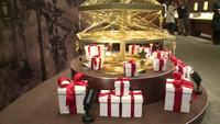 Cây Noel làm từ 19 kg vàng khối.