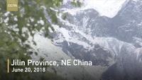 Kỳ lạ: Tuyết đột nhiên rơi giữa mùa hè ở Trung Quốc