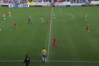 Sai lầm tệ nhất của thủ môn trong lịch sử bóng đá