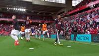 Cầu thủ MU khởi động tại Anfield