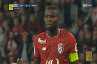 Trọng tài rút thẻ đỏ đuổi... nhầm đuổi cầu thủ ở Ligue 1