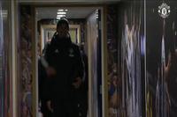 Các cầu thủ MU tiến tới West Brom
