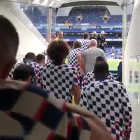 Các cầu thủ Chelsea ra sân khởi động trước trận gặp Arsenal